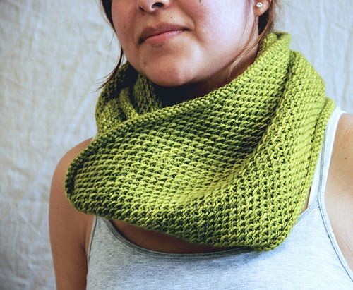 Marty's Fiber Musings: Honey Cowl - a simple knit project