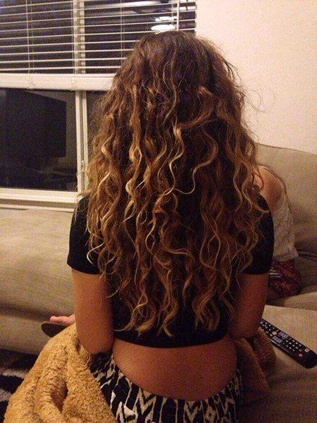 20 Long Curly Hair Color Ideas 11 Curly Hair Highlights Curlyhair Longhair Highlights Curly Hair Curly Light Brown Hair Colored Curly Hair