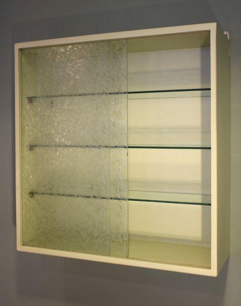 50er Jahre Hängevitrine mit Eisblumenmuster Glas von Stattfein auf DaWanda.com