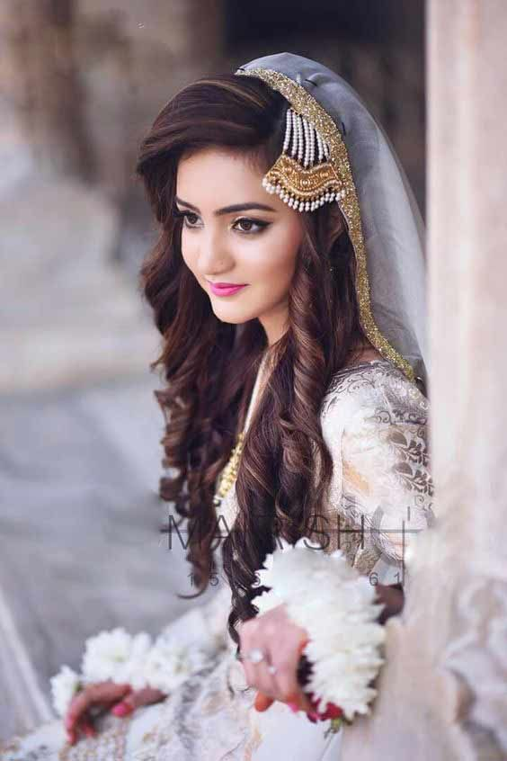 Long Curly Hairstyle With Jhoomar And Dupatta For Engagement