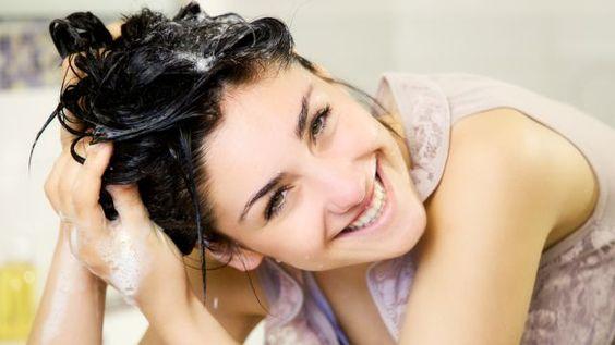 Už žiadna slama! Zaručený recept, ako oživiť poškodené vlasy: Rýchla ozdravná bomba z nich urobí hrivu snov | Casprezeny.sk