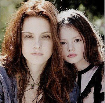 Mackenzie Foy and Kristen Stewart | Rendue célèbre par son rôle de Bella dans «Twilight», Kristen ...
