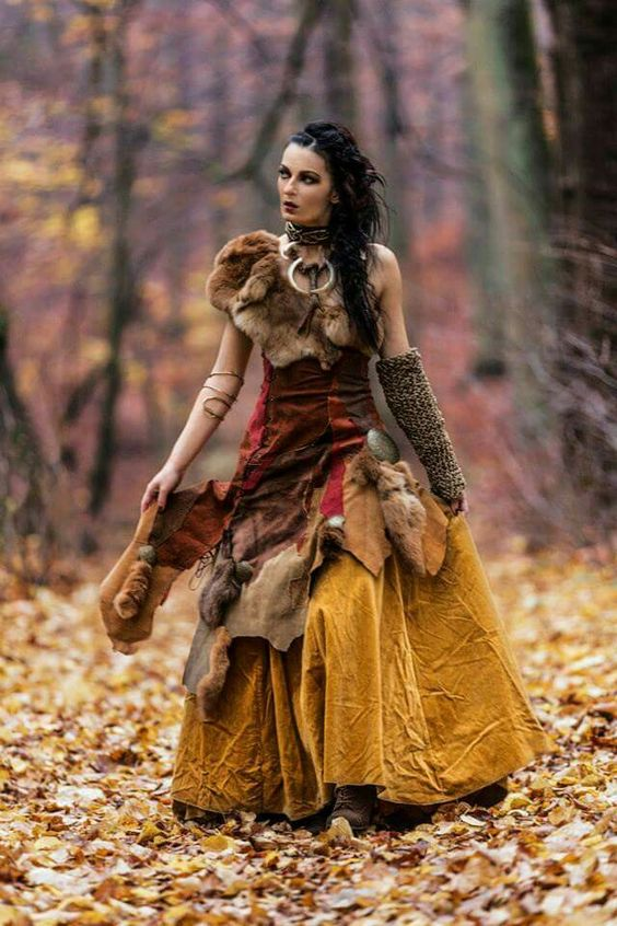 A beautiful costume. The fur adds just the right touches.