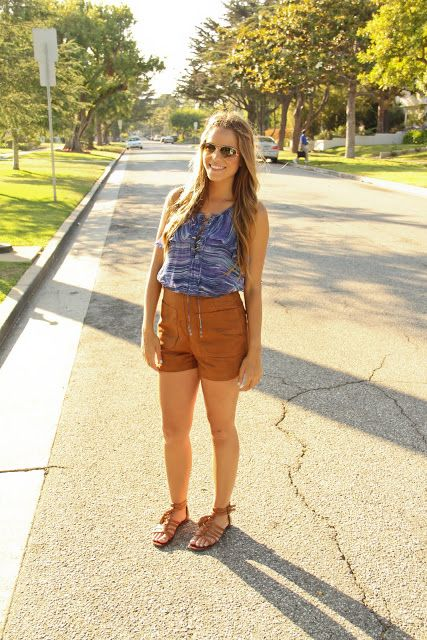 Blue top + brown high waisted shorts //summer look, preppy