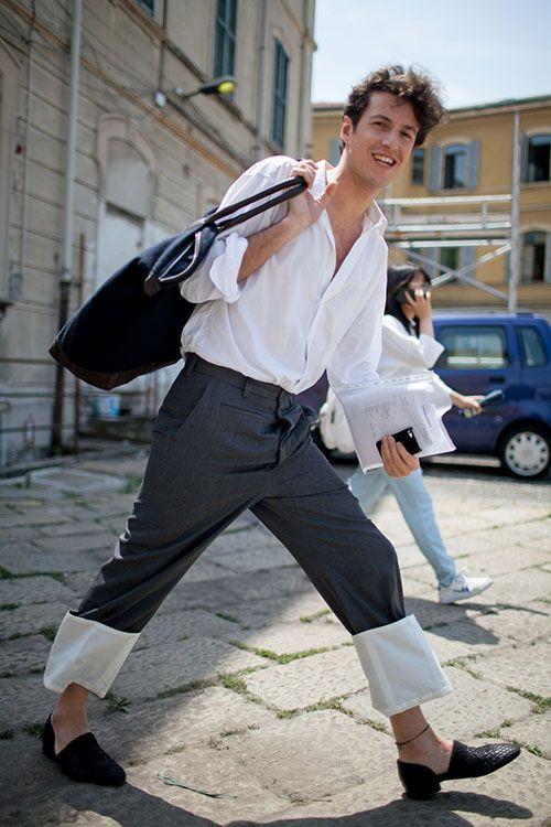 白シャツ×グレースラックス×黒スリッポン | メンズファッションスナップ フリーク | 着こなしNo:118300