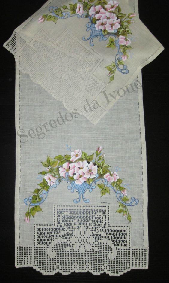 CM27- Pintura e crochet em caminho de mesa
