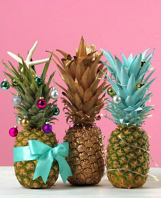 How to Decorate a Pineapple Christmas Tree
