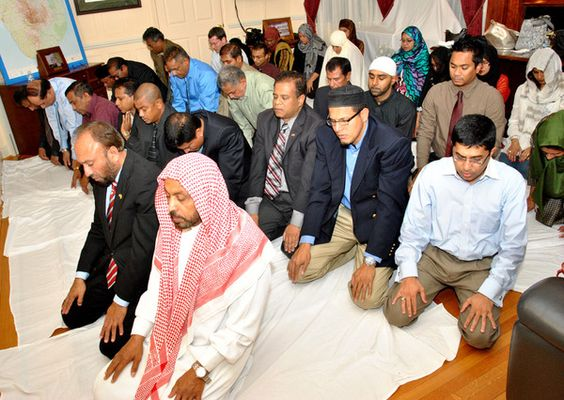 The Embassy of Sri Lanka, on Thursday organized the annual Iftar- breaking of fast ceremony, followed by dinner, continuing the tradition of venerating all four major religions practiced in Sri Lanka.