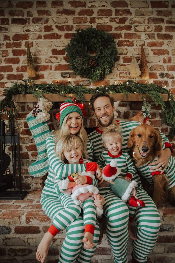 Comfy look - ritratto di famiglia in pigiama prettamente natalizio