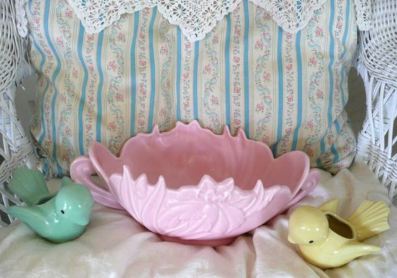 Vintage pink ceramic planter with sweet birdies in spring colors. From Rose Garden Romantic Blogspot.