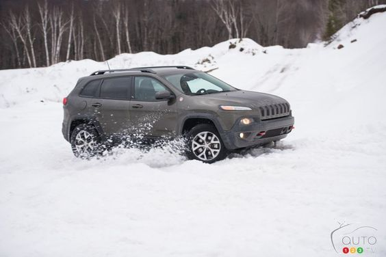 2016 Jeep Cherokee Trailhawk Playing In The Snow All Wheel
