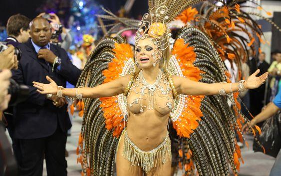 9/2/2013 - Jéssica Lopes, a 'peladona de congonhas', desfila pela Nenê de Vila Matilde