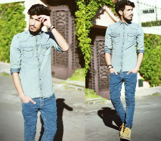 Camisa utilitária e jeans.