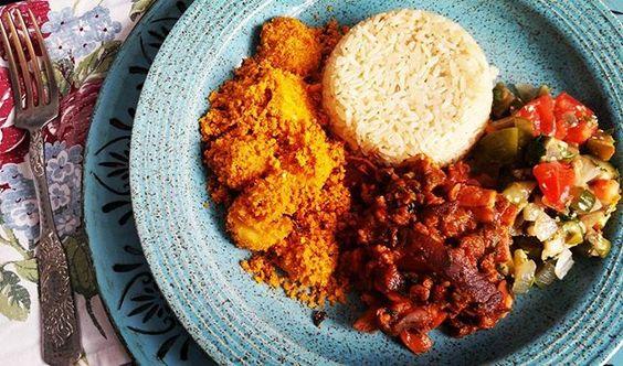 ❣ Almoço de hoje: Jiló refogado, carne de soja com shitake , farofa de banana com farinha de pequi e arroz integral com curry. Simples, delicioso e saudável! Todos animados para o feriado amanhã? 🙆 _______________________________ ❣ Today Lunch:  Jiló, soy meat with shitake mushroom, cassava flour with banana and brown rice with curry. Simple, delicious and healthy! All excited for the holiday tomorrow? 🙆  #instachef #instafood #lovefood #lovecooking #healthy #healthylife #healthylifestyle…