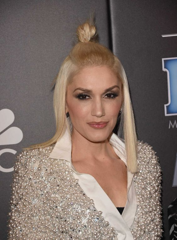 Gwen Stefani, Before and After. The beauty evolution of the singer, fashion designer and 'Voice' star.