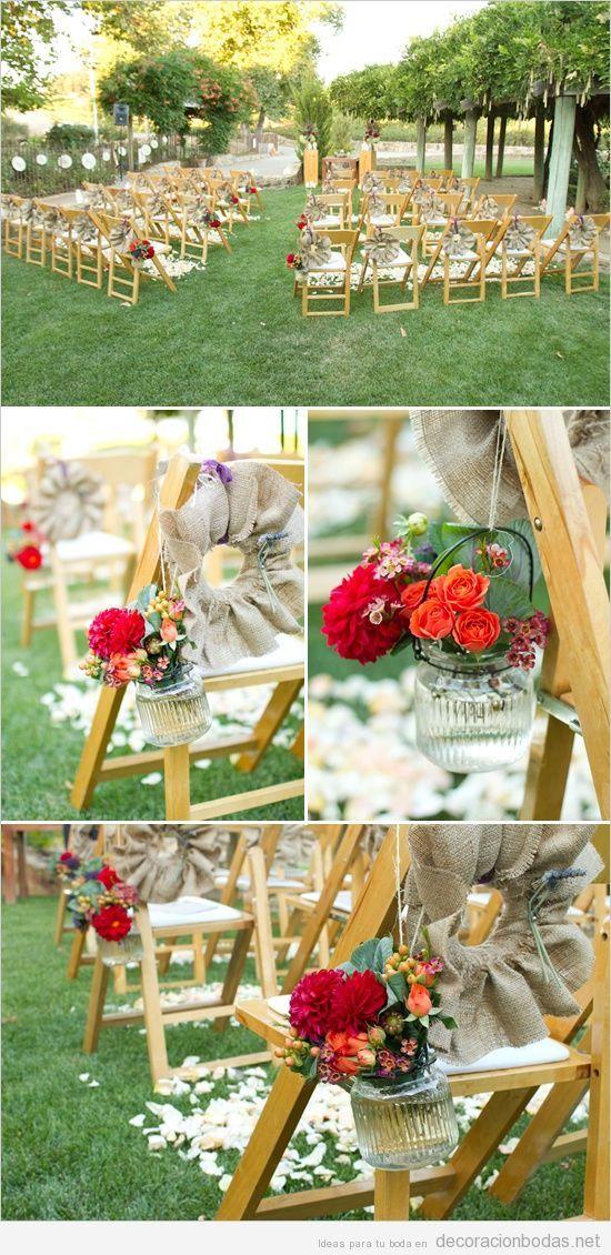 Ideas para decorar sillas de madera con flores en boda jardín