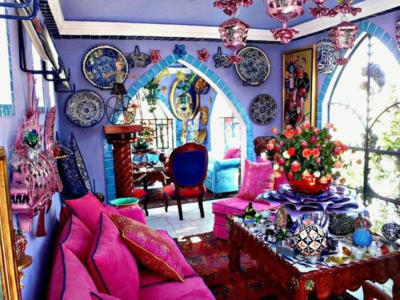 Now, I love color - in the gardens, in my clothes, in nature... and the shades in this room reflect some of my favorites... but I'm not sure I could live in this. I think your eyes and brain need a place to rest once in a while...: