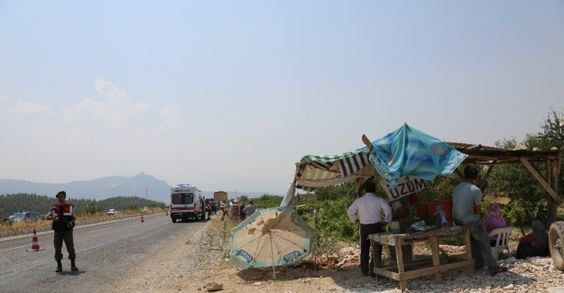 Honaz'da yol kenarın üzüm satan kadına çarptı