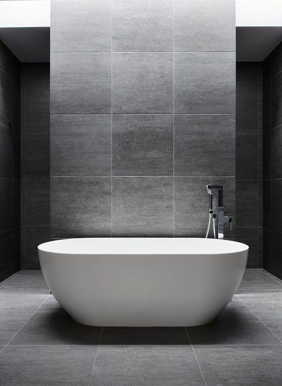 badezimmer mit freistehender badewanne im loft style mit. Black Bedroom Furniture Sets. Home Design Ideas