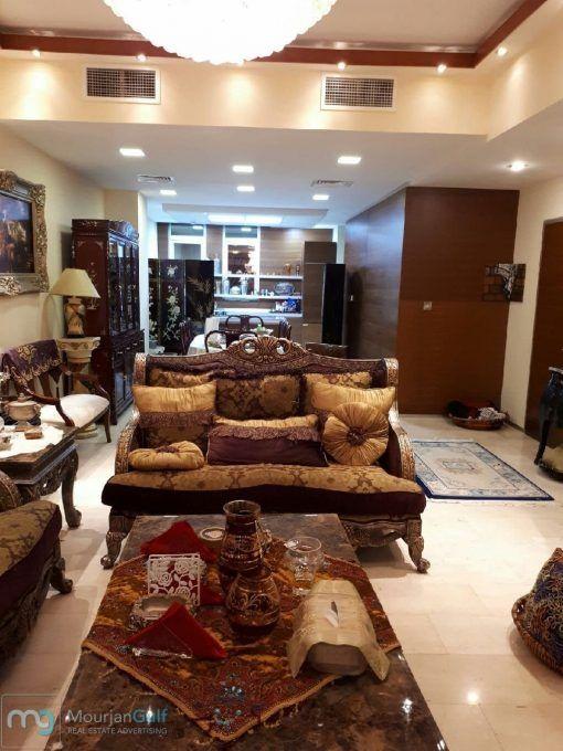 فيلا متلاصقة للبيع في قرية جميرا سير كل في دبي موقع مميز قريب جدا من مول نخيل ومن الحدائق ومن الخدمات الرئيسية الفيلا عبارة عن أرضي وطابقين أربع غرف نوم ا