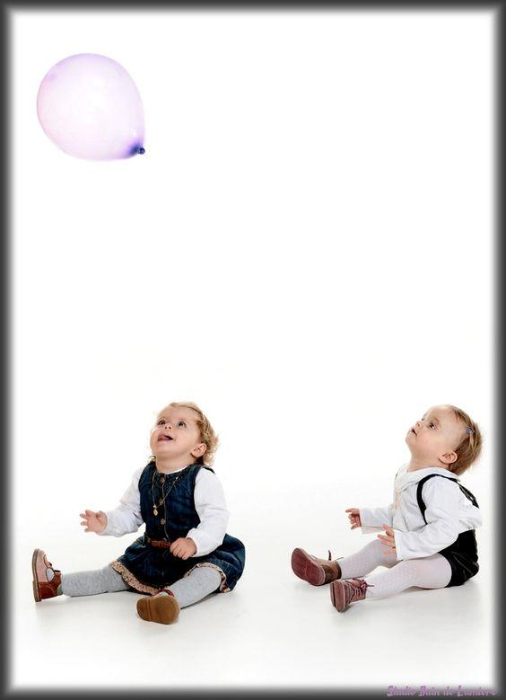 #seance photo jumelles #portrait de jumelles #shooting jumelles http://www.photosfashion.com/seance-photo-jumeaux.html
