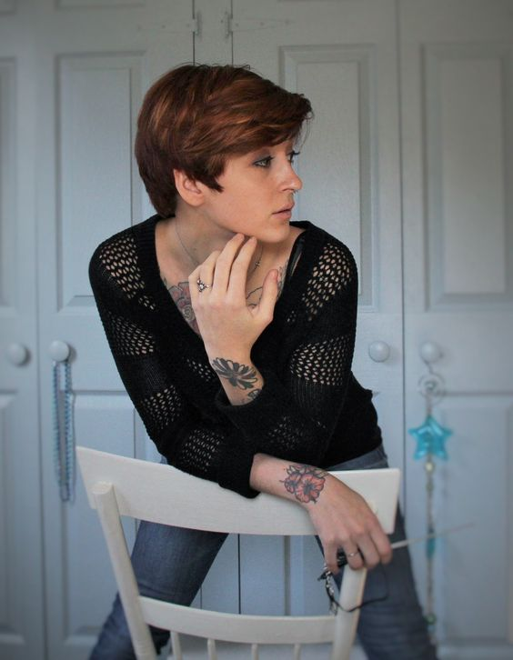 "fuckyeahshorthairedwomen: "" nakedbird.tumblr.com I've had short hair for 2.5 years - its time to grow it out. I shaved my sides full dec. 15th, and this is a pretty decent grow out. I only want a long bob. I'm excited for whats to come. """
