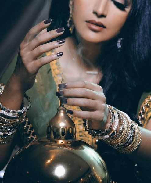Burning Fragrances Has A Long Tradition In The Middle East Passed On From Generations To Generations Incense Photography Girl Photography Poses Arabian Women