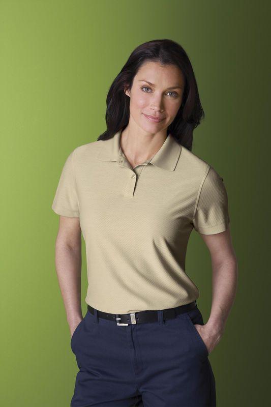 Alphabroder-Ash City- 75057 POLO POUR FEMME EN JACQUARD DE BAMBOU POLYESTER RECYCLÉ        Patte à deux boutons avec col en tricot rectiligne assorti     Fentes latérales pour plus de confort et facilité de mouvement     60% rayonne (de bambou)/40% polyester recyclé. http://www.creatchmanpromo.ca/