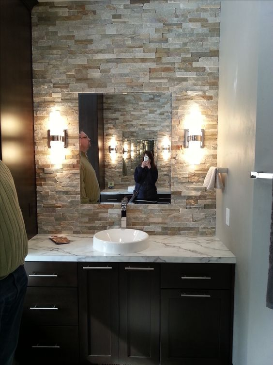 Stone accent wall in bathroom bath powder rooms for Bathroom accent ideas