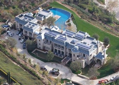 Gisele Bundchen & Tom Brady's new 20 million dollar home    This is HUGE....all this for just three people!!  What do you do with all this space I wonder? I'd use it for ALL my family & closest friends to come and stay at.  Beautiful Home!