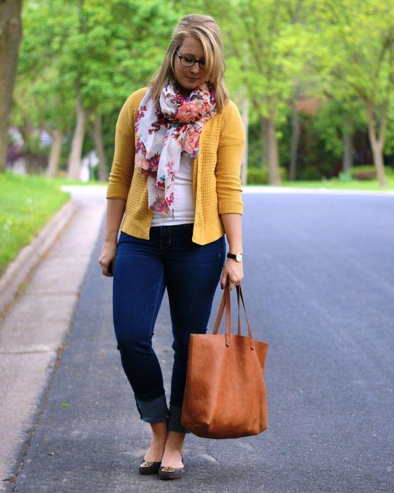 Look espoja e estiloso com calça jeans escura