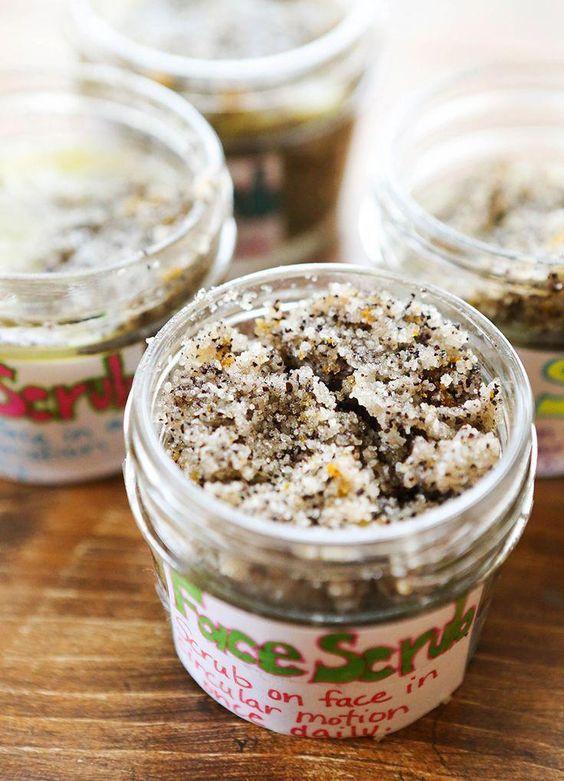 Homemade Exfoliating Face Scrub Using Coconut Oil and Coffee #sugarfacescrubdiy