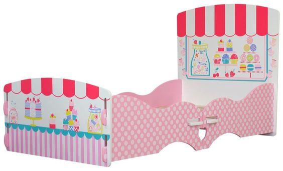 MiPetiteLife.es - Cama Infantil Patisserie de Kidsaw.  Nuestra cama infantil Patisserie tiene la apariencia de una pastelería.  Es una cama ideal para la transición desde la cuna.  Diseñada de forma que no es necesario ningún pegamento, tornillo o fijaciones mecánicas. Simplemente se ensambla con ranuras como un rompecabezas.  Dimensiones: H60 x W80 x D147 cms.  Medidas colchón (no incluido): W70 x D140 cms. www.MiPetiteLife.es