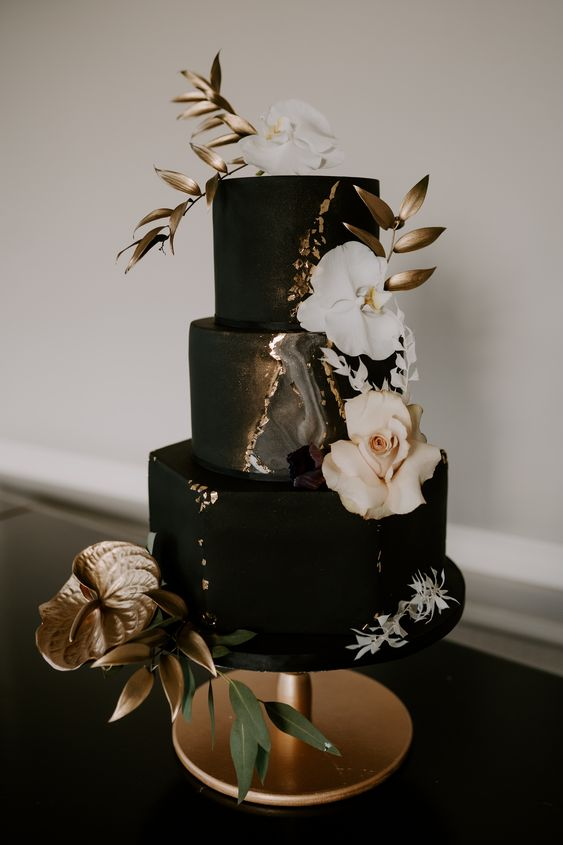 Stunning Black and Gold Theme Ideas to Use in Your Wedding, 903f05401270270fc9ea56931bbacc7c