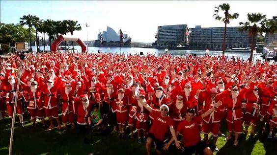 みんながサンタ、シドニーでチャリティーマラソン Hundreds take part in a Santa race in Sydney