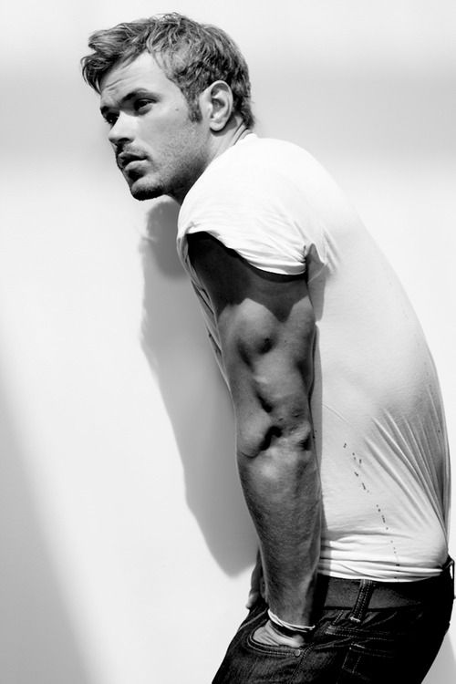 Kellan Lutz, not a fan of his and I never pin celebrities or guys but... dang! Look at his triceps!!!! Those are sexy!!!