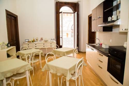 I Racconti di Partenope B&B Napoli Situated just metres from Universit? Metro in Naples and set on the central Piazza Bovio square, I Racconti di Partenope B&B boasts air-conditioned rooms and free WiFi throughout. Castel Nuovo castle is 10 minutes' walk away.