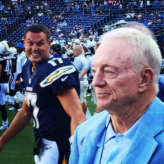 I love Philip Rivers. It's very funny seeing him on press conference or on the field. He seems to be cool. This pic is just perfect, very serious Jerry Jones and crazy Rivers. #philiprivers #jerryjones #NFL #dallascowboys #CowboysNation #DC4L #sandiegochargers #Chargers #RiversFace