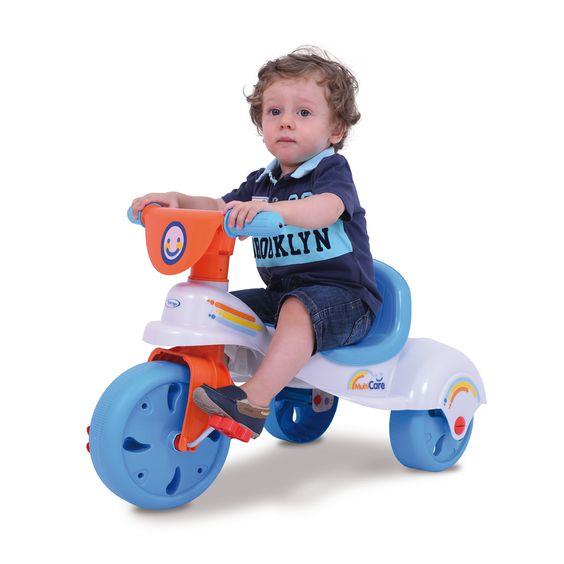 0760.4 - Triciclo Multi Care | Com design retrô baseado em modelos de motos antigas, vem em cores alegres e com adesivos divertidos. O Triciclo Multi Care propicia maior conforto, estabilidade e postura à criança, desenvolvendo a coordenação motora, o equilíbrio e a atenção dos pequenos. | Faixa Etária: De 19 a 36 meses | Medidas: 70,5 cm | Triciclos | Xalingo Brinquedos | Crianças