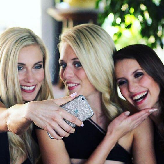Hoch im Kurs im #missgermanycamp: Selfies. Gerne mit Glitzerhandy. Beispielhaft: @ola_b2211 (Miss Internet 2016), Eva (Miss Mecklenburg-Vorpommern 2016) und Dominika (Miss Süddeutschland 2016). #selfie #fuerteventura #beautiful