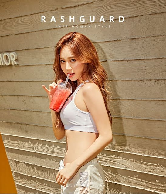 Girl S Day S Yura Reveals Her Perfect Figure In Sports Bra Girl S Day Yura Girl Day Kpop Girls