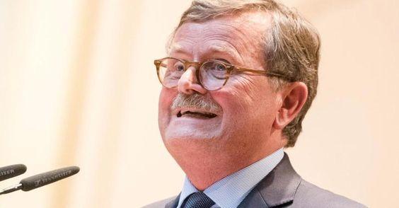 """Neue Nachricht: 61.000 Anfragen im ersten Halbjahr - """"Ein Flop"""": Ärztepräsident Montgomery keilt gegen Terminservice-Stellen - http://ift.tt/2cWr151 #aktuell"""