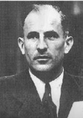 Robert Kempner, am 17. Oktober 1899 in Freiburg geboren, wuchs als Sohn jüdischer Wissenschaftler in Berlin-Lichterfelde auf. Nach dem Studium in Freiburg war er in Berlin als Staatsanwalt tätig und wechselte 1928 ins Preußische Innenministerium, das indiesen Jahren ein Bollwerk gegen den aufkommen