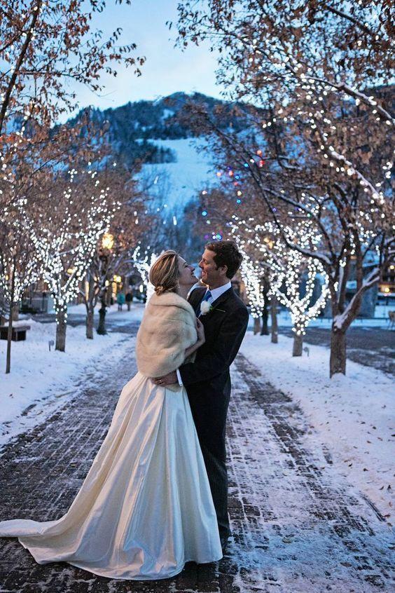 Dreamy Christmas Wedding Photo Ideas For Winter Winter Wedding Fur Winter Wedding Inspiration Christmas Wedding