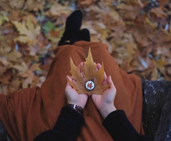 Mutluluk ne kadar zayıf bi duygu durumu En ufak şeylerde bile kendini gösterir Ama yine ufacık seyler onu yitirmeye kafi gelir