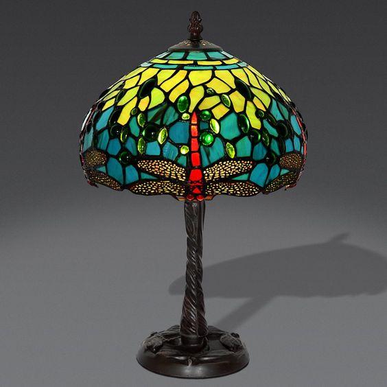 Lampada da Tavolo in stile Tiffany con disegni di Libellule di colore Rosso, con le ali Avorio. Sfondo realizzato con colori Verde Acqua e Verde Chiaro.