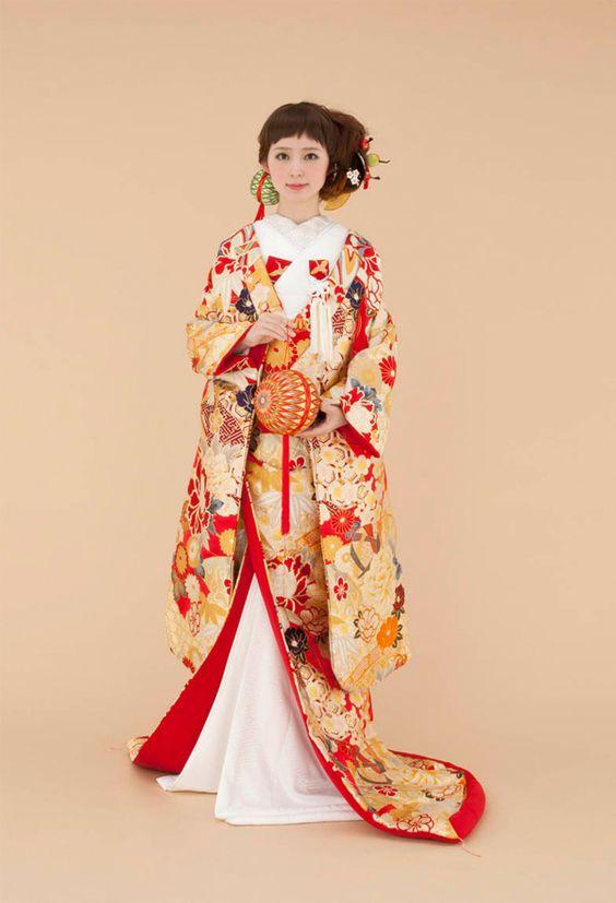 ilouchikake robe style japanese wedding kimono this