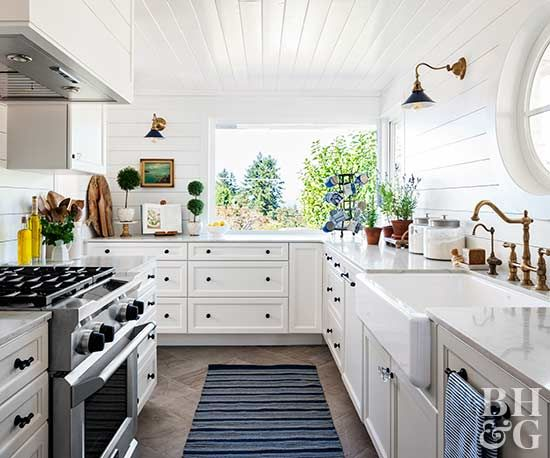 The Easiest Way To Clean Kitchen Cabinets Including Those Tough Grease Stains Small White Kitchens Clean Kitchen Cabinets Clean Kitchen