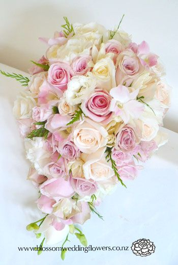 Auckland Wedding Flower Gallery 1: <br><strong>B021 - Pink Rose Orchid Teardrop Bouquet</strong> Me re gusta