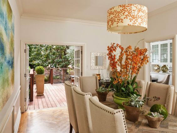 vignette design: Open House---Can't see much, but I love this table!